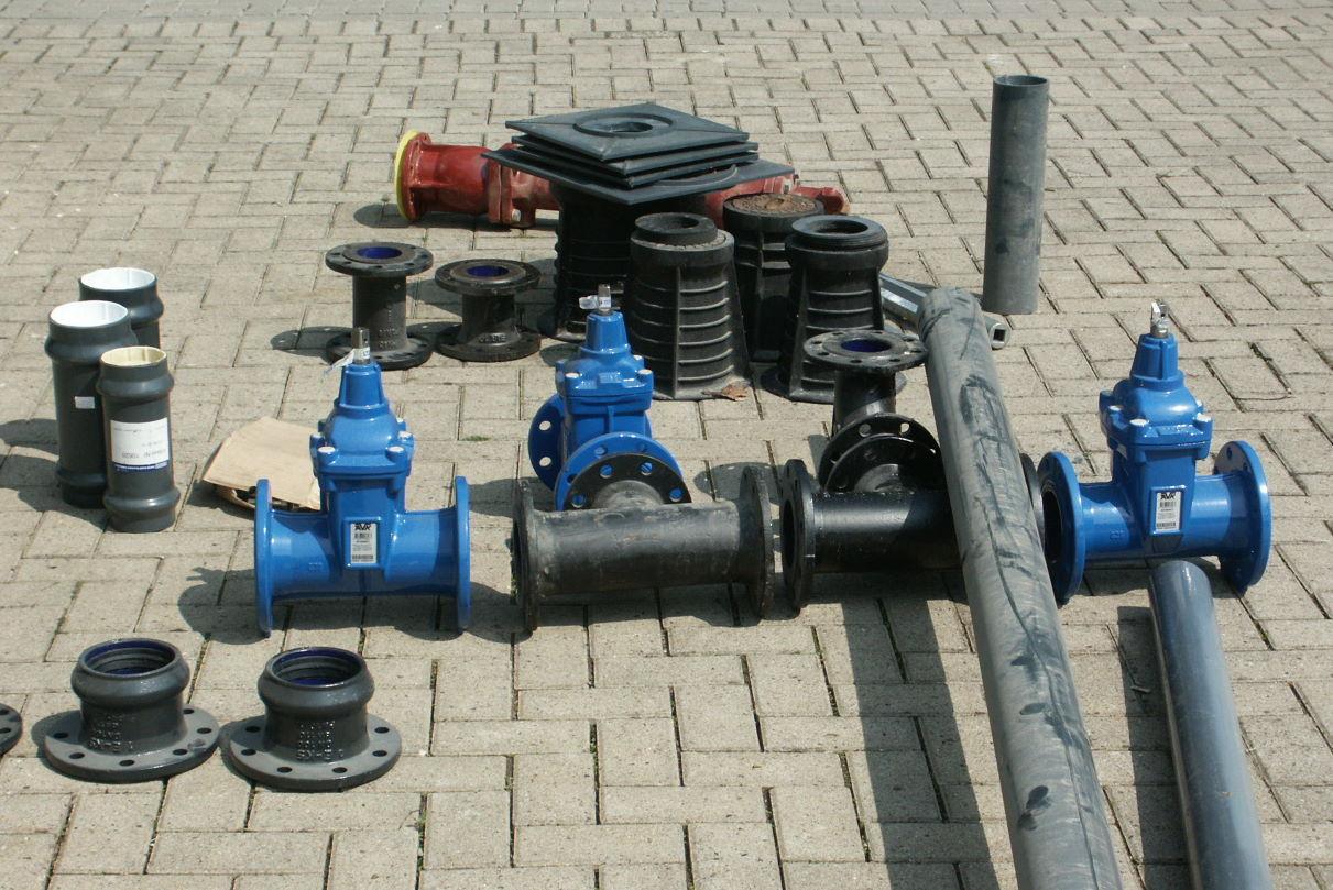 Zur Montage vorbereitete Schieber mit Hydranten